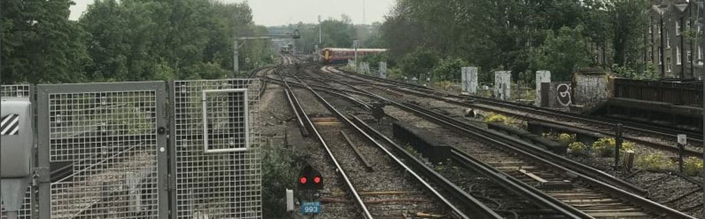 A train came within 75 seconds of potentially crashing into a track maintenance machine, an investigation has found.